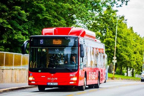 BUSS: Stadig flere velger å reise kollektivt i Nedre Glomma-regionen.