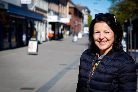 ØKT HANDEL: Daglig leder for byselskapet iSarpsborg, Bente Kjenstad Jæger, er med på  søknaden om penger til et prosjekt for styrke handelen og bidra til flere folk under arrangementer i Nedre Glomma-regionen.