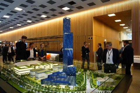 """Modell av skyskraperen """"Det store Blå"""" som Kjell Inge Røkke vil bygge på Fornebu i forbindelse med World Ocean Headquarters (WOH), et verdensledende havsenter på Fornebu."""