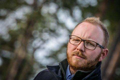 REAGERER: Fungerende leder i Sarpsborg Høyre, Emil Engeset, mener det blir feil å skylde på regjeringen at det ikke skapes nok arbeidsplasser i Sarpsborg.