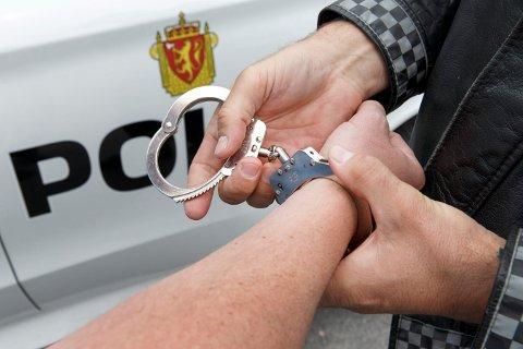 PÅGREPET: Bilføreren ble pågrepet og satt arrest. (Illustrasjonsfoto)