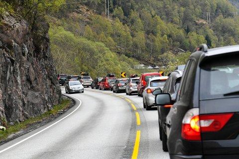 Vaksdal  20190421. Bilkø med folk som skal hjem fra påskeferie, her påsketrafikken på E16 i Vaksdal på vei mot Bergen. Foto: Marit Hommedal / NTB scanpix