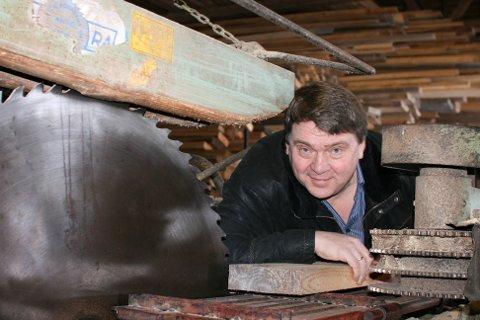 FOR DE STORE ANLEDNINGER: Ved Skammelsrud Sag leverer de materialer i store størrelser. Spesialiteten er å bistå de som restaurerer gamle bygninger og har behov for dimensjoner utover standardmål.