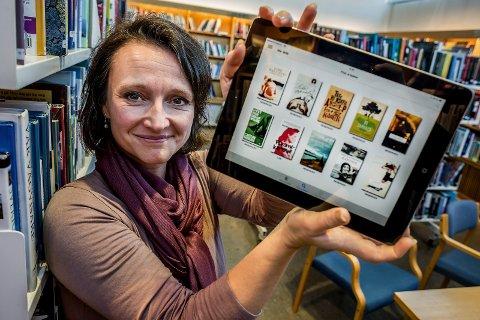 Gode nyheter: Etter sommeren kan bibliotekssjef Anette Kure endelig tilby e-lydbøker på bibliotekene.