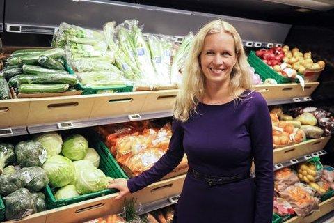 STJELER OMSETNING: Den økende grensehandelen stjeler en betydelig del av omsetningen i dagligvarebutikker i Østfold, konstaterer Ingvill Størksen i Virke Dagligvare.
