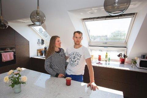 SEX- OG KOKAIN: Petter Nøtnes (36) og Tina Melhus (34) leier ut leiligheten sin på Majorstuen i Oslo på Airbnb. Der paret står, har det vært elleville fester med dans og narkotiske stoffer.