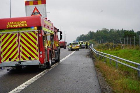 Sjåføren i ulykkesbilen meldte selv ifra om ulykken torsdag formiddag. Alle nødetatene rykket ut til stedet.