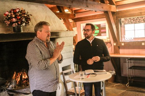 Delte erfaringer: Rune Olsen (til venstre) og Lars Erik Antonsen under arrangørfrokosten på Soli Brug onsdag. Frokosten ble arrangert etter initiativ fra Olavsdagene og iSarpsborg.