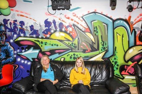 Ferieklubb: Tone Nome (til venstre) og Linn Kristin Selvik har ansvaret for ferieklubbene hos henholdsvis Hafslund og Hannestad.