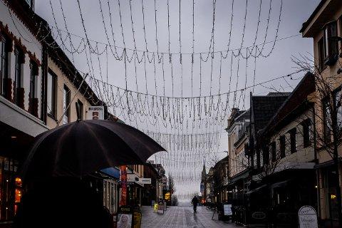 LYS I MØRKET: Det er ikke julepynt som lyser opp mørke morgener og kvelder i St. Mariegate, men vinterbelysning som skal henge frem til 15. mars.