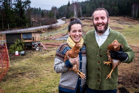 GÅRDSLYKKE: Camilla og Raymund Lester-Watvedt stortrives som økologiske bønder.