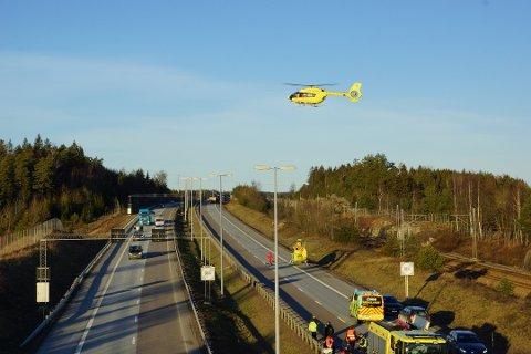 Det var en kvinne i midten av 20-årene og en mann i 30-årene bosatt i Sarpsborg som ble kritisk skadet etter den voldsomme kollisjonen på E6 mellom Son og Vestby fredag ettermiddag i forrige uke.