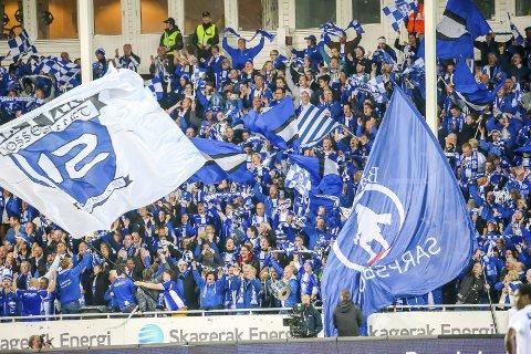 NY MULIGHET: Sesongkortinnehaverne på Sarpsborg stadion har bare unntaksvis fått lov til å gå på kamp i 2020. Nå overføres 1.700 sesongbilletter til neste år. foto: Thomas Andersen