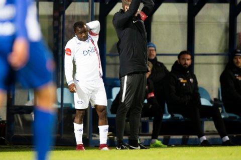 Ousmane Camara er her i ferd med å entre banen som innbytter for Vålerenga. Unggutten opplevde å få rasistiske tilrop i 3-0-seieren over Sandefjord.