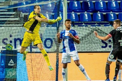 Viktige kamper: Mikael Dyrestam og hans Guinea trenger en seier og en uavgjort for å komme til finalen i Afrika-mesterskapet. Det ser heller ikke til at David Mitov Nilsson blir å finne hos Makedonia denne gang heller.