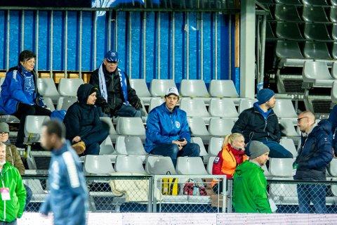 Det vil bli god plass mellom tilskuerne på Sarpsborg stadion når seriestarten går av stabelen 16. mai. Maks 100 personer får komme inn bak portene.
