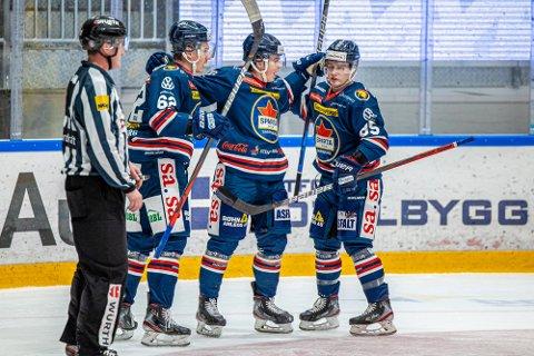 Hektisk tid: Spartas spiller Victor Öhman, Martin Grönberg og Christoffer Karlsen får det travelt etter koronapausen med å ta igjen de utsatte kampene.