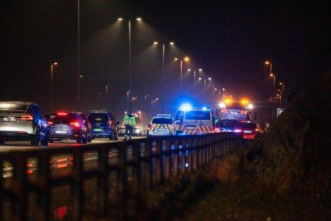 Politiet på stedet dirigerte trafikken forbi ulykkesstedet på E6 onsdag ettermiddag.