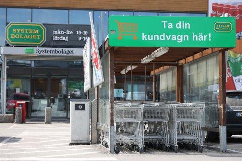 Strömstad er en av kommunene med mest grensehandel fra Norge. Stengte grenser har skapt krisestemning i kommunen. Nå ber svenske myndigheter Norge om en særordning for Strömstad.