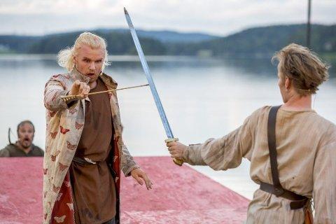 Tilbake: Historien om Olav den Heldige kommer tilbake til Landeparken i 2021. Her er Patrik Stenseth, som også spiller Olav i «Ragnarok», i aksjon under forestillingen i Landeparken i 2015.
