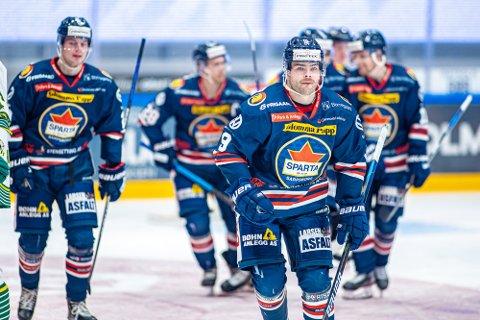 Skal spilles: Selv om Anders Tangen Henriksen og de øvrige Spartaspillerne får flere utsatte seriekamper skal de spilles.