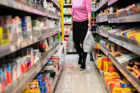 Bisfenoler og spesielt plastmyknerne ftalater lekker over fra emballasje til produkter som er i kontakt med kroppen eller skal spises, og det er en vei inn i systemet vårt.