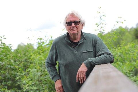 """Surt: Forfatter Tore Stubberud liker dårlig at Norli krever 40 prosent rabatt for å ta inn hans bok """"Berikelsen"""" i butikken."""