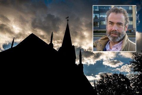 ALLE GUDSTJENESTER I SARPSBORG KAN BLI AVLYST PÅ JULAFTEN: Kirkeverge Asbjørn Paulsen kaller det dramatisk at gudstjenestene i Sarpsborg kan bli avlyst på julaften.