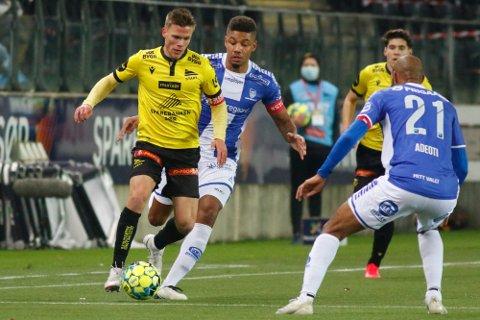 TIL SARPSBORG 08 FRA START: Eirik Wichne, her i kamp mot Mikael Dyrestam og Jordan Adéoti, har signert for Sarpsborg 08.