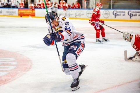 Kan juble: Sparta Sarpsborg spiller Santeri Saari jubler for mål og nå kan han juble for lønn resten av sesongen.