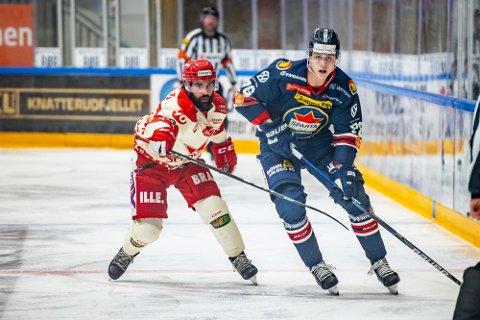 Spartas spiller Emil Martinsen Lilleberg og Stjernens spiller Brett Kevin Thompson i kampen mellom Sparta og Stjernen.
