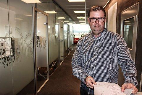 SPENNENDE TID: Pål Lauritzen, som er daglig leder i Koppang landbruk- og næringsmegling, tror helt sikkert firmaet går en spennende tid i møte.
