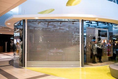 STENGTE BUTIKKER: Det at en rekke butikker har stengt den siste uka som Haust Collection på Borg Storsenter, er en av årsakene til at arbeidsledigheten har økt med 649 personer i Sarpsborg.