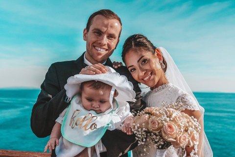 Just Andreas Groven Salvesen (26), Elizabeth Groven Salvesen (26) og datteren Louisa Amelia (7 mnd.) står bak sosiale medier-kontoen TheNorwegianFamily.