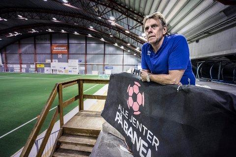 MØTE: Øyvind Strøm og Østfold Fotballkrets hadde et stort informasjonsmøte på internett med klubbene torsdag kveld.