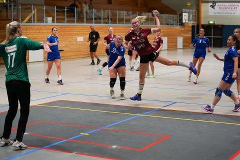 2. DIVISJON: Dorthe Renathe Skjelhaugen og Tveter HK skal spille i 2. divisjon også neste sesong.