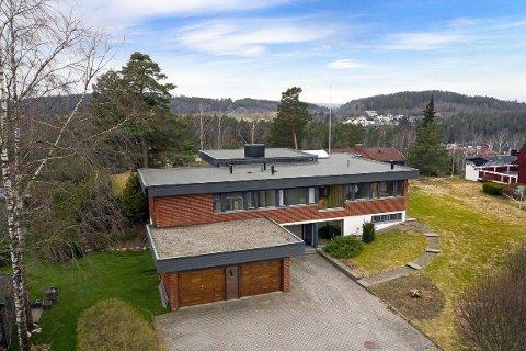 MANGE MILLIONER: Dette huset like utenfor Askim sentrum gikk under hammeren for 6,5 kroner. Det var langt over prisantydning.