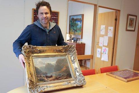 SUKSESS: Markedssjef Joachim Aursland hos Skanfil. Her avbildet da et oljemaleri av Hans Gude skulle auksjoneres bort i fjor.