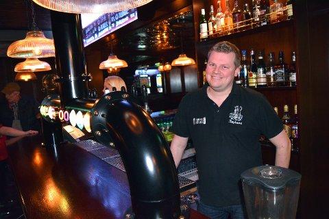 ÅPNER: Endelig kan Raymond Larsen å åpne Nye Neptune Pub igjen, etter å ha holdt stengt i åtte uker.