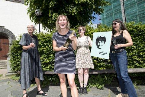 Her feirer de den varslede konkursen. Fra venstre: Agnete Strøm, Marthe Hammer, Hilde Boberg Andresen og Mariann Fossum.