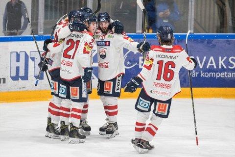 Spartaklar: Robin André Soudsky jubler smamen med tidligere Lillehammerspillere. Han sees som nummer fire fra venstre.