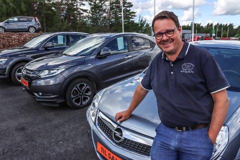 SELGER BRUKTBILER: Ruben Handelsby driver Borg Bilsenter på Kløvningsten. Han er godt fornøyd med det første driftsåret.