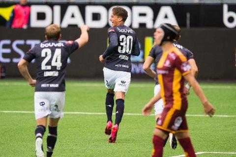 Det ble en gedigen nedtur for Sarpsborg 08 borte mot Viking søndag. Viking var best i alt og vant 3-0. Her jubler Viking-spiller Adrian Pereira (30) etter 3-0-målet i starten av 2. omgang. Han scoret to av målene for vertene denne kvelden. (Foto: Carina Johansen, NTB Scanpix)