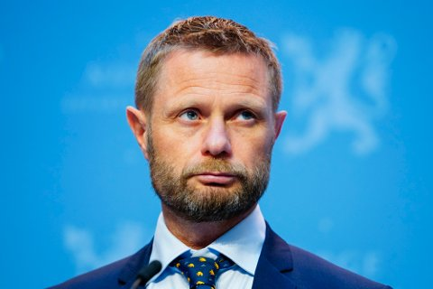 Helseminister Bent Høie (H) under en pressekonferanse om koronasituasjonen i Marmorhallen i Oslo onsdag.