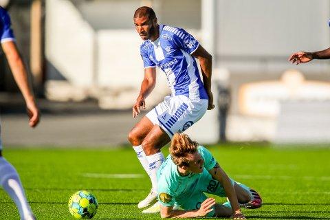 STARTER: Jordan Adeoti spiller sin andre kamp fra start i Sarpsborg 08-trøya.