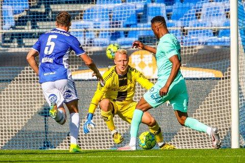 Tilbake i mål: Aslak Falch leverte en strålende kamp mot Molde og nå håper han på å starte mot Kristiansund også.