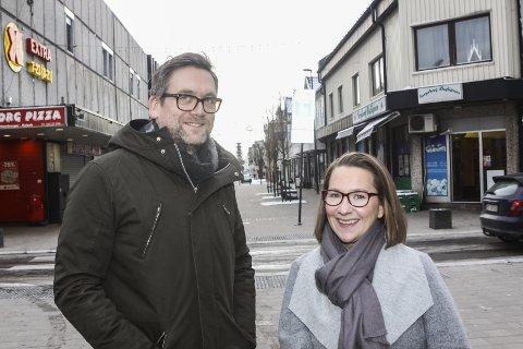 Uoversiktelig: Daglig leder ved Sarpsborg scene, Halvor Titlestad, her sammen med kulturhusets produsent Sara Norlin, ser ikke bort fra at byens nye kulturscene kan tape 75 prosent av billettinntektene gjennom høsten.