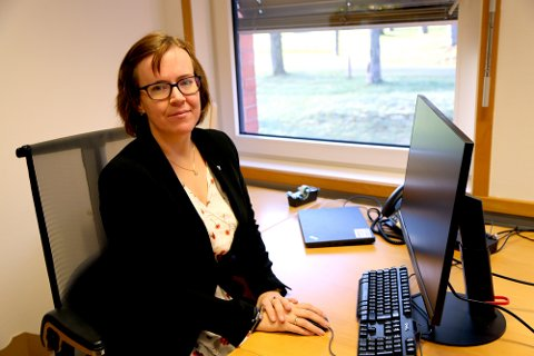 Henriette Gausdal (Sp), varaordfører i Sarpsborg, kommer her med noen tanker om flere aktuelle temaer i samfunnet; jordvern, lokal mat og handel, dyrevelferd, bekjempelse av matsvinn og viktigheten av at folk fortsatt følger myndighetenes korona-råd. (Foto: Sarpsborg kommune)