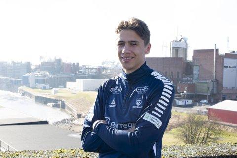 Sarpsborg 08s Sigurd Kvile er på vei til Åsane. Midtstopperen fra Bergen har ikke fått spilletid i eliteserieklubben, og nå kan 20-åringen vende tilbake til hjembyen.