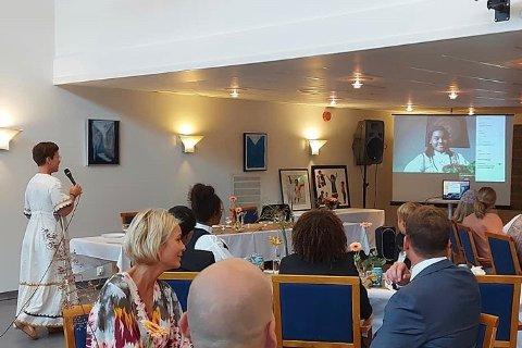 Odette Johansen Toukam (15) var med på sin egen konfirmasjonsfest via streaming.